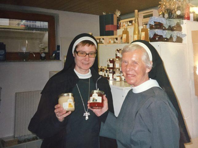 Die Franziskanerinnen aus Kaufbeuren Sr. Gracia Maria und Generaloberin a.D. Sr. Regina