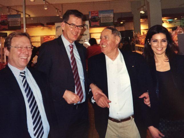 Staatsminister Dr. Gerd Müller und Leitung von REWE bei einem Storevisit in Kempten